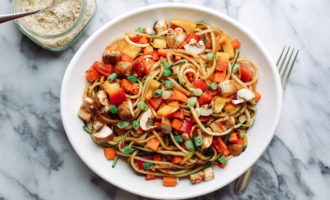 Сыроедческая паста с овощами