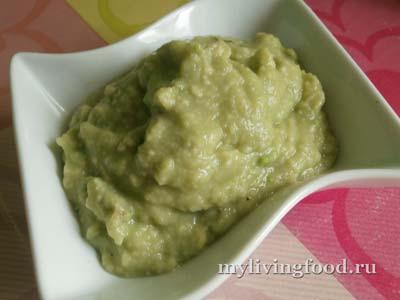 Зеленая сметана из авокадо