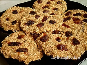 Сыроедческое овсяное печенье с яблоками