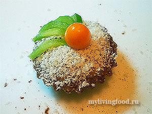 Сыроедческое пирожное корзиночка с фруктами