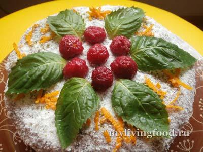Праздничный сыроедческий торт «Малиновый рай»