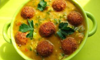 сыроедческий суп с фрикадельками