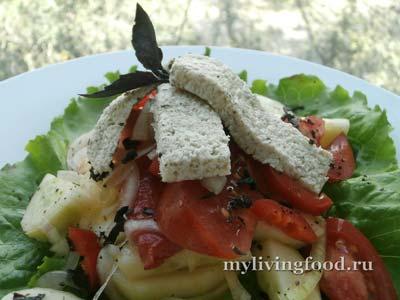 Греческий салат «Хориатики» по-сыроедчески