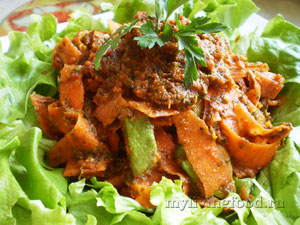 Сыроедческая овощная паста «Феттучини Маринара»