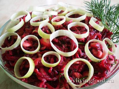Свекольный салат с луком пореем
