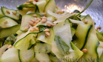 салат из сырых кабачков с кедровой жимкой