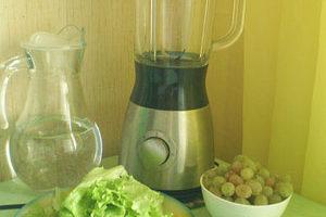 Зеленый коктейль- элексир молодости с виноградом и спирулиной