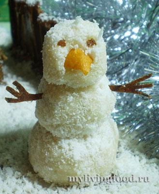 Снеговик из кокосовых конфет