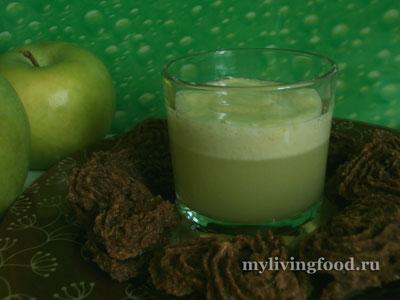 Сок из сельдерея с печеньем