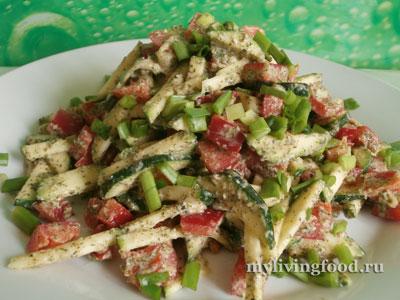 Простой салат с соусом из проростков гречки