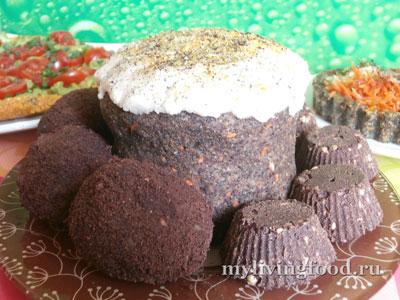 Кулич, крашенки и шоколадные пасхи