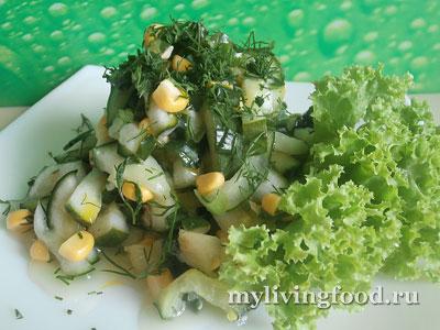 Салат с кукурузой и маринованными огурцами