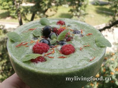 Сладкий зеленый ягодный суп