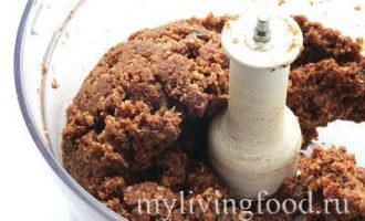 Пряничный торт с орехами и шоколадом