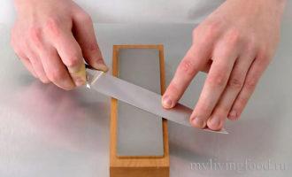 Как точить нож точильным камнем