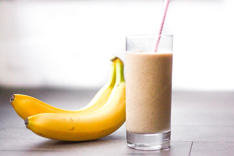 Банановое смузи с финиками