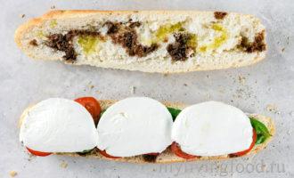 Бутерброд с помидорами и сыром